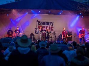 Broadbeach country music festival 300x225 - Blog